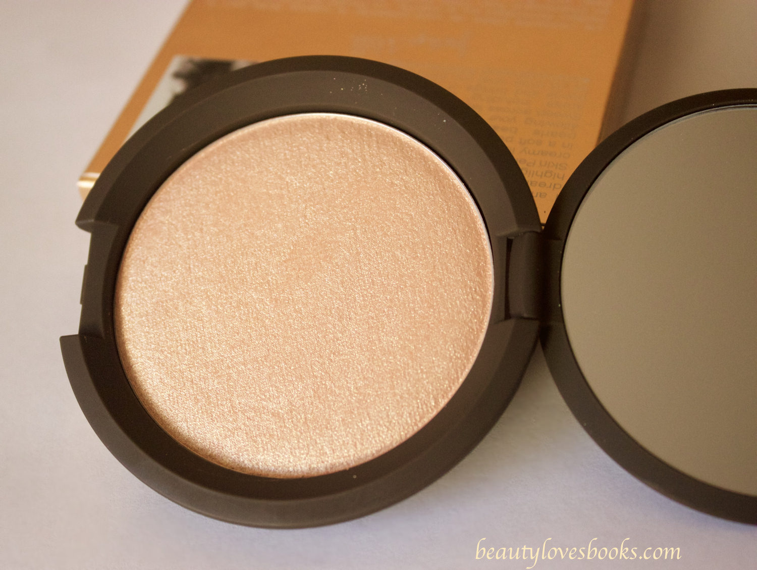 Becca Jacklyn Hill Shimmering skin perfector in Champagne pop